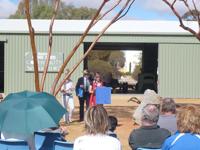 Speaker addresses the audience at the 2011 ANZAC service in Beacon
